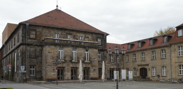 Stadthalle als Ort unter anderem für Konzerte, Theater, Bälle und Tagungen